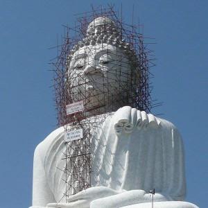 buddha mit gerüst